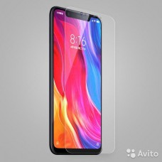 2.5D защитное стекло на Xiaomi Mi 8